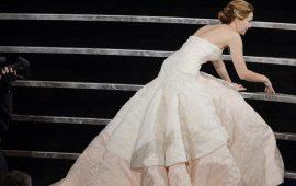Знаменитости, которые нарядились в очень неудобные платья