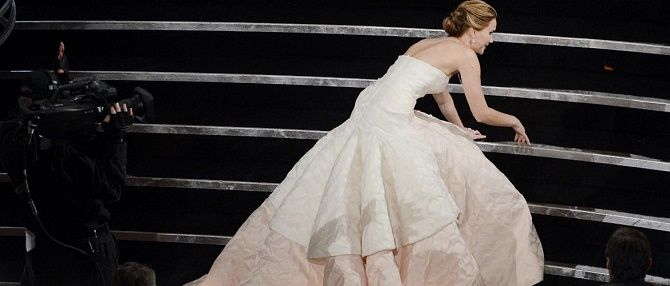 Знаменитості, які вбралися в дуже незручні сукні 2