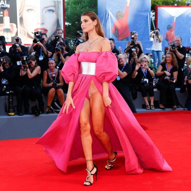 Знаменитості, які вбралися в дуже незручні сукні 10
