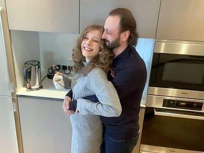 «Татусева дочка» Ліза Арзамасова вперше стала мамою 4