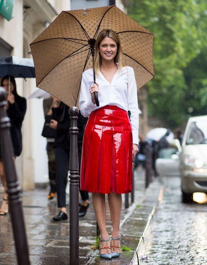 С чем носить виниловую юбку в 2021 году 5