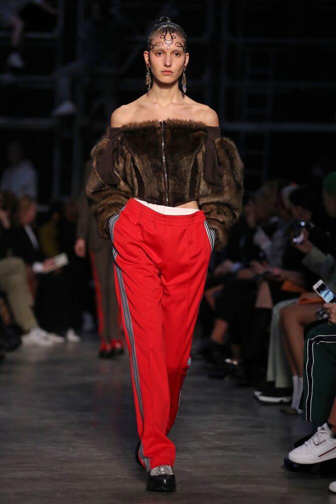 З чим носити яскраві штани ранньої осені 2021: модні поєднання 1