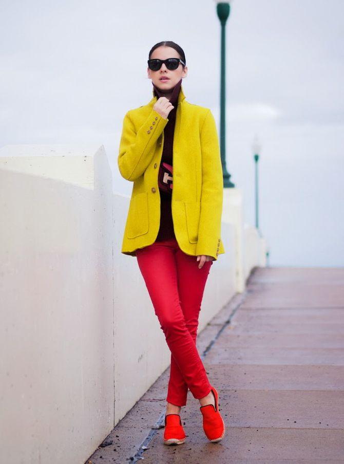 З чим носити яскраві штани ранньої осені 2021: модні поєднання 36