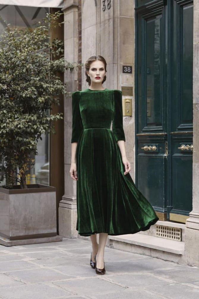 Как носить зеленые платья: модные и необычные образы 11