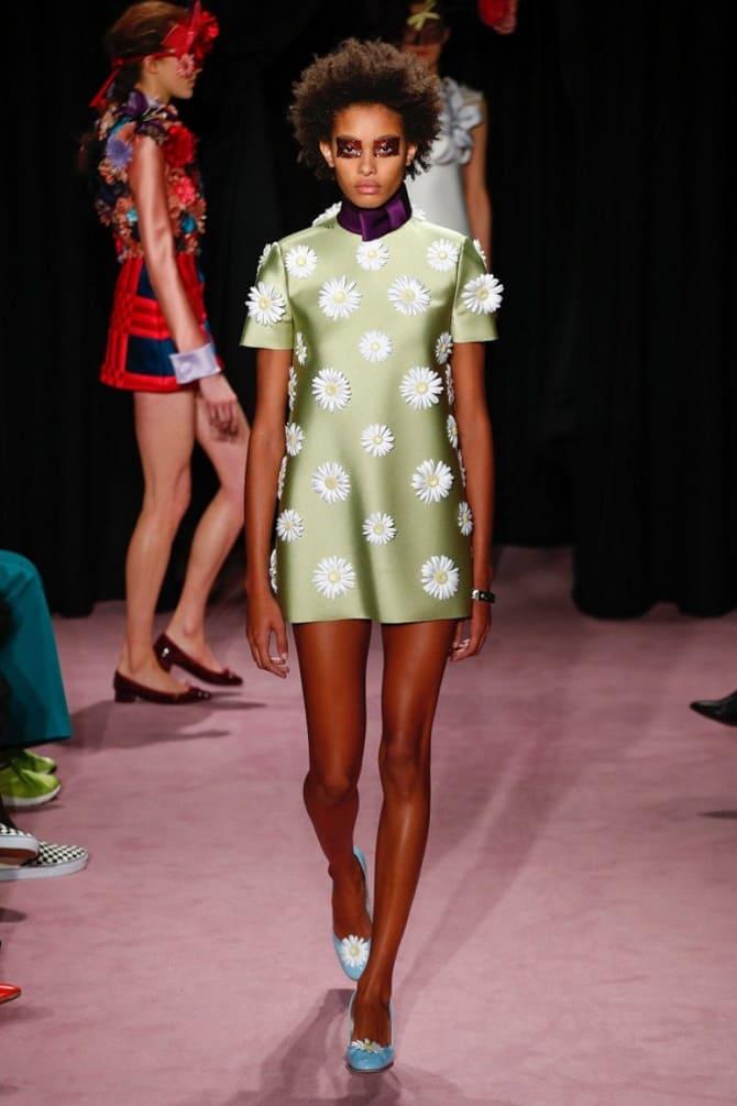 Как носить зеленые платья: модные и необычные образы 26