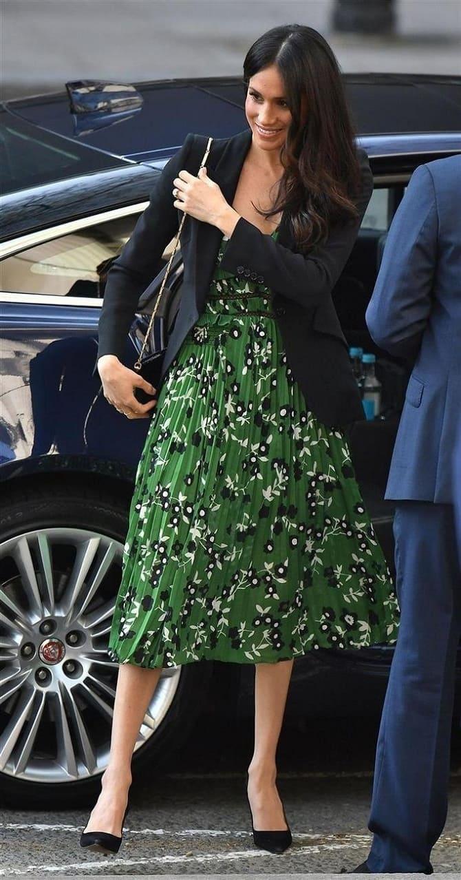 Как носить зеленые платья: модные и необычные образы 27