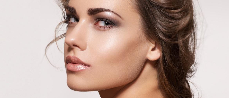 Свіжий і красивий макіяж: як користуватися хайлайтером і наносити його