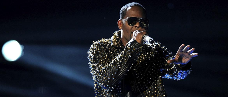 Американского певца R. Kelly признали виновным в сексуальном рабстве: ему грозит пожизненный срок
