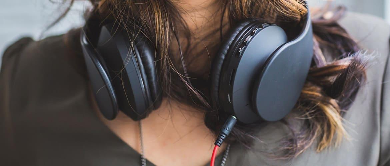 Для комфортного прослушивания музыки: ТОП лучших полноразмерных наушников