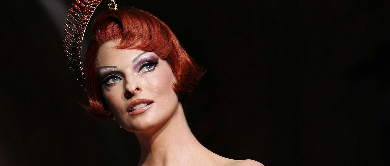 Супермодель Линда Евангелиста покинула модельную карьеру из-за неудачной липосакции: она подала в суд на клинику