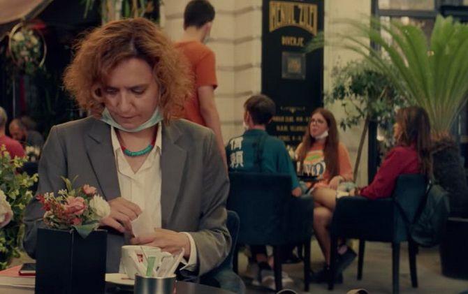 """Фільм """"Божевільне кіно для дорослих"""" (2021) – румунська сатира на сучасне лицемірне суспільство 4"""