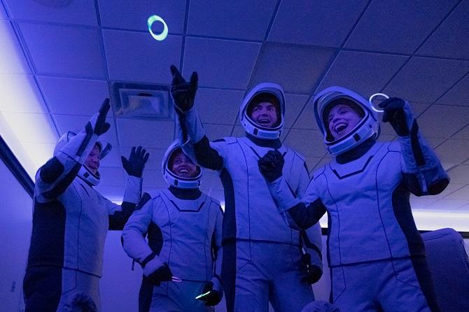 SpaceX вперше в історії відправила на орбіту повністю цивільний екіпаж 3
