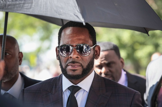 Американского певца R. Kelly признали виновным в сексуальном рабстве: ему грозит пожизненный срок 2