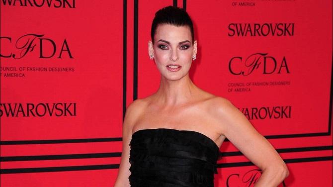 Супермодель Линда Евангелиста покинула модельную карьеру из-за неудачной липосакции: она подала в суд на клинику 3