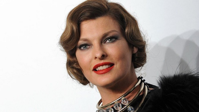 Супермодель Линда Евангелиста покинула модельную карьеру из-за неудачной липосакции: она подала в суд на клинику 1