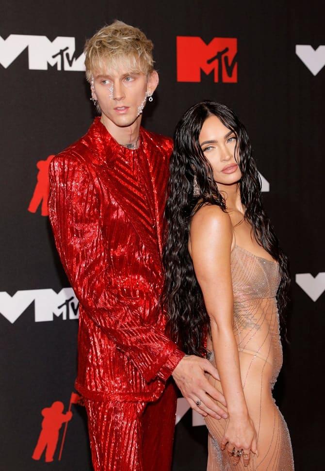 MTV Video Music Awards 2021: Меган Фокс в «голом» платье посетила церемонию 3