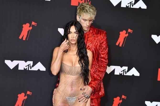 MTV Video Music Awards 2021: Меган Фокс в «голом» платье посетила церемонию 4