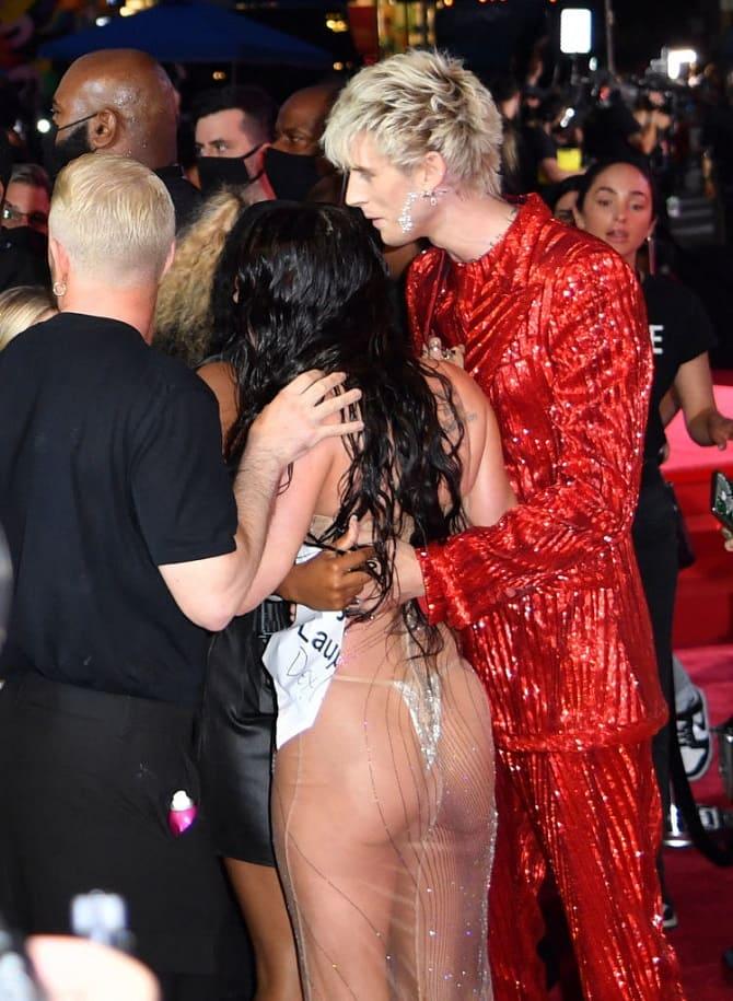 MTV Video Music Awards 2021: Меган Фокс в «голом» платье посетила церемонию 6