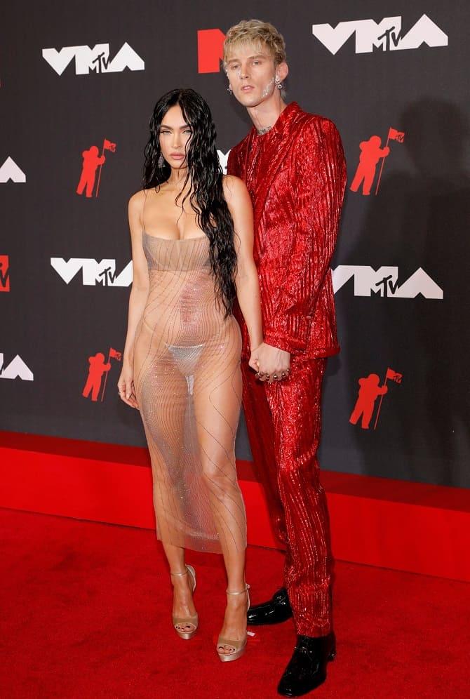 MTV Video Music Awards 2021: Меган Фокс в «голом» платье посетила церемонию 1