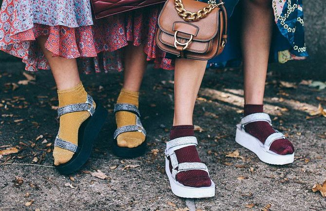 Шкарпетки з відкритим взуттям – як носять цей суперечливий тренд 7