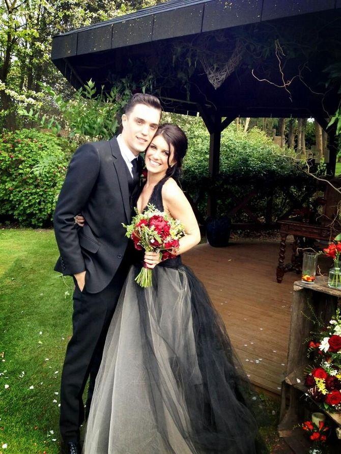 Знаменитые невесты, которые вышли замуж в черном свадебном платье 1