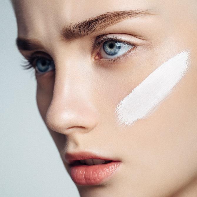 Легко и красиво: как выровнять тон лица без тонального крема и консилеров 3
