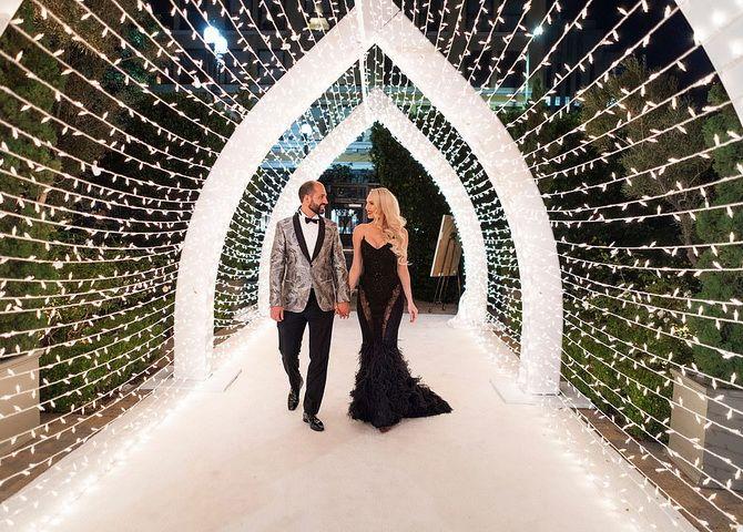 Знаменитые невесты, которые вышли замуж в черном свадебном платье 4