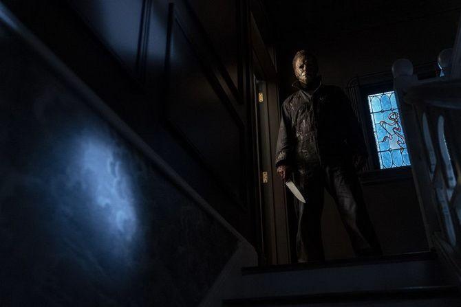 Фильм ужасов «Хэллоуин убивает» (2021) — жестокий палач снова на свободе 3