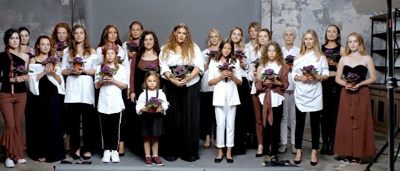 Кто снимался в клипе KAZKA «Плакала» — имена участниц, чем занимаются сейчас