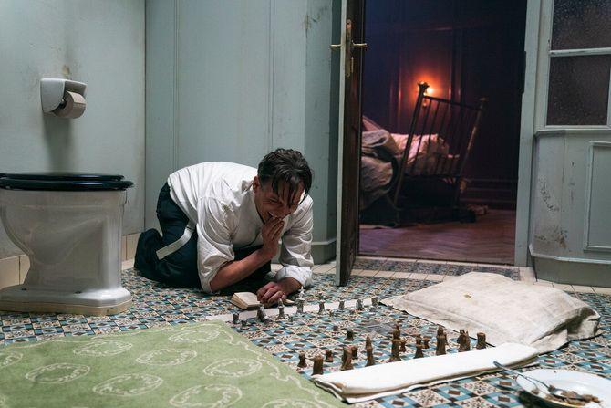 Фильм «Королевская игра»  (2021) — шахматы как спасение и наваждение 3