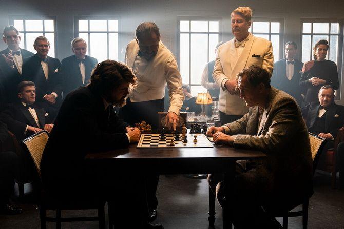 Фильм «Королевская игра»  (2021) — шахматы как спасение и наваждение 4