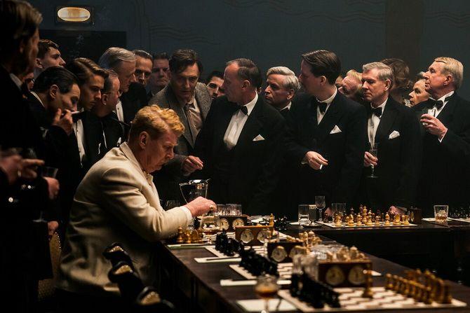 Фильм «Королевская игра»  (2021) — шахматы как спасение и наваждение 6